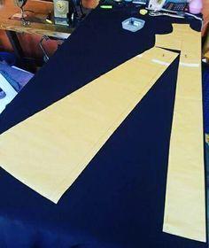Colocación molde sobre tela para corte evasé