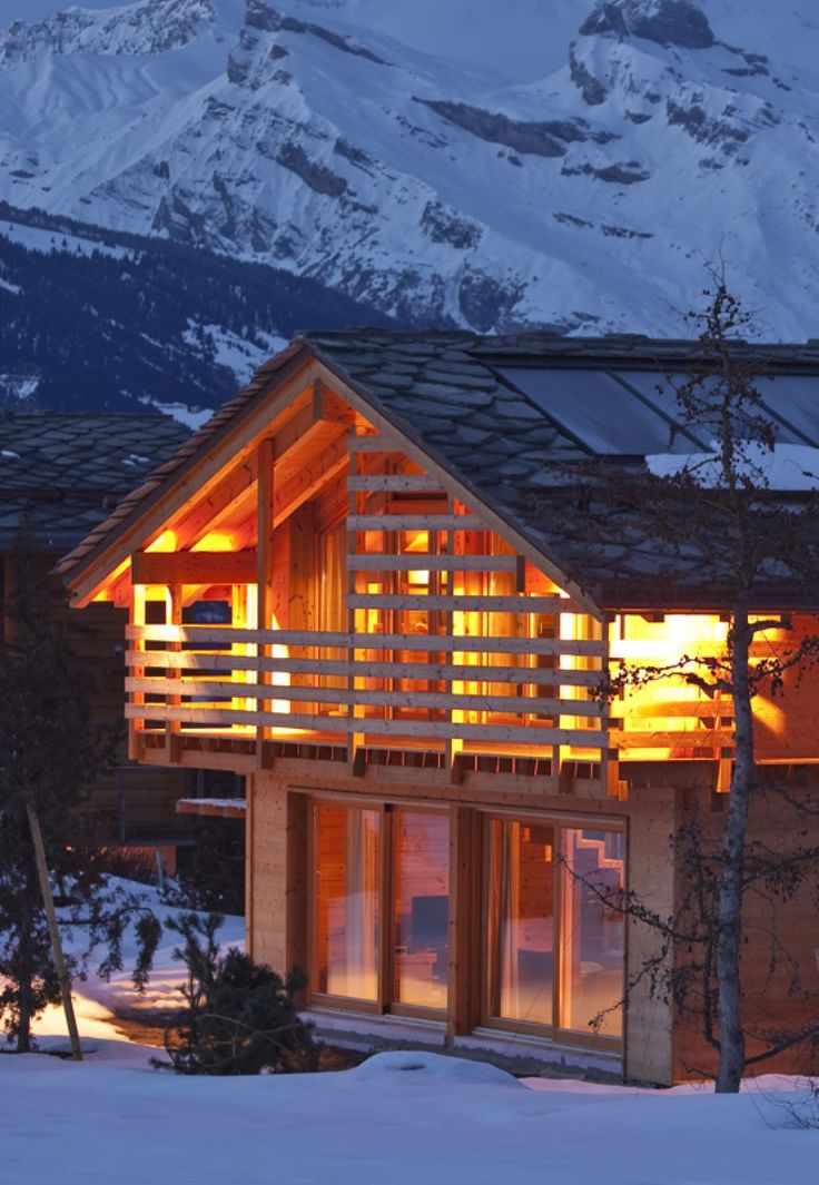 Planning of a ski resort requires thorough understanding of the mindset and expectations of the guests. A unique ski resort lodge is made of logs.