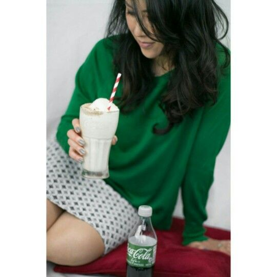 """Red is now green with envy. Trying the new Coca-Cola Life, sweetened from natural sources, with whiskey caramel ice cream... and it does just fine. Coke life. Float life. #CocaColaLife #SweetMoments #CocaColaPartner @cocacola_ca #ad Photo credit:@alyssacdawson"""""""