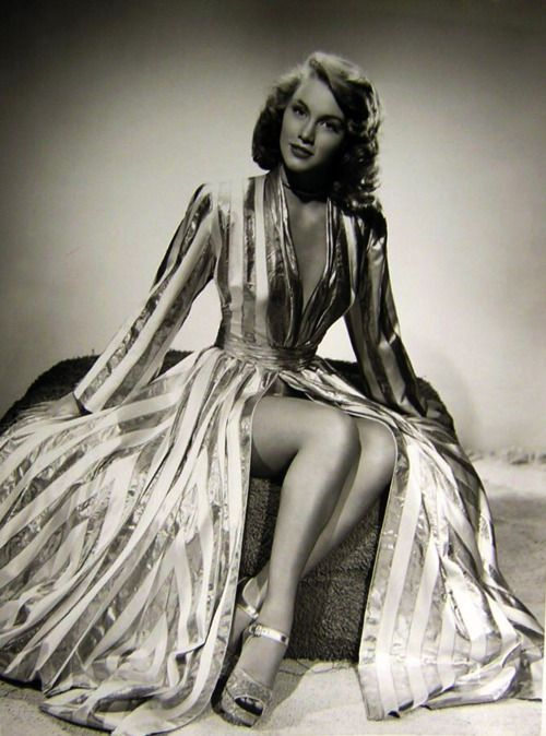 Linda Christian in 1948 - AKA Blanca Rosa Welter Born: 13-Nov-1923 Birthplace: Tampico, Tamaulipas, Mexico Died: 22-Jul-2011 Location of death: Palm Desert, CA Cause of death: Cancer - Colon