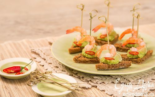Канапе с креветкой, гуакомоле и лаймом | Кулинарные рецепты от «Едим дома!»