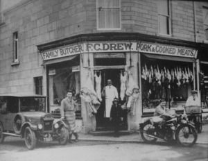 Fred Drew and family outside his shop on Combe Down in 1929 (courtesy Steve Drew)
