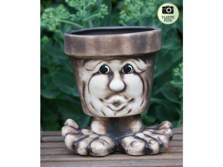 Květináč z mrazuodolné keramiky.