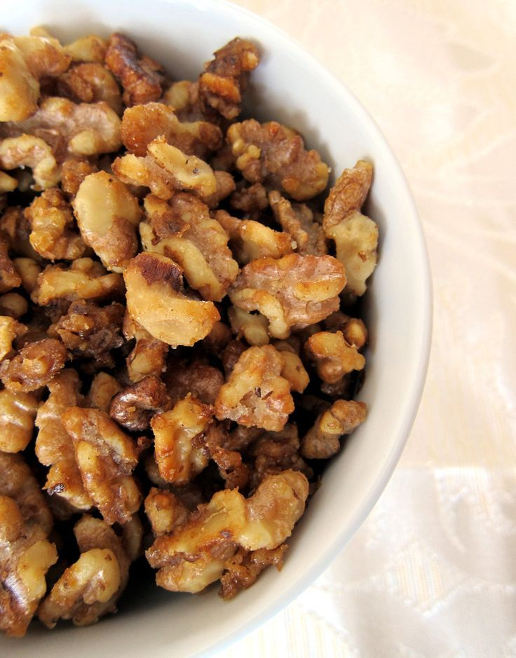 How to make candied walnuts with brown sugar. Perfect for salads! 2 cups walnuts, 1/2 cup brown sugar, 2 tbsp butter, can also add some cinnamon too