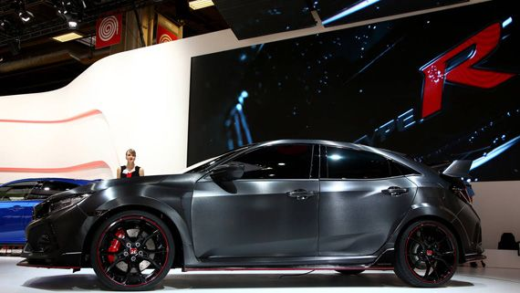 Горячий хэтчбек Honda Civic Type R Prototype 2018 / Хонда Сивик Тайп R Прототип 2018 – вид сбоку