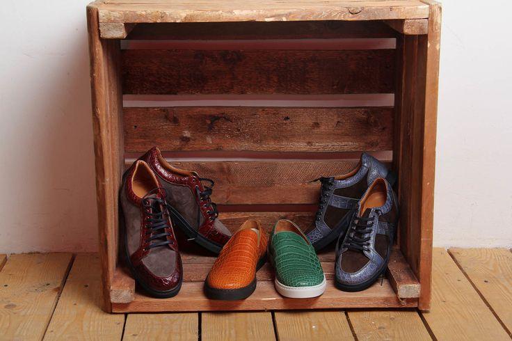 """""""Мы до сих пор перемещаемся по городу, как это делали греки 5000 лет назад. Они надевали сандалии, мы надеваем кроссовки""""                                                          Дин Камен, предприниматель и изобретатель                                                          Кроссовки - колосс в дизайне обуви. Название отражает их спортивное происхождение. В основе кроссовок теннисные туфли: резиновая подошва соединена с парусиновым верхом с помощью вулканизации, метода, изобретённого…"""