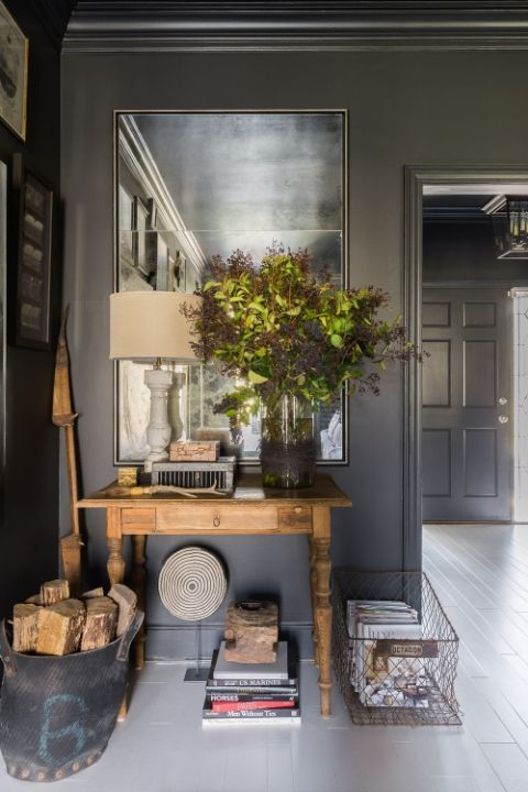 Dark hues take over this country house in East Memphis.