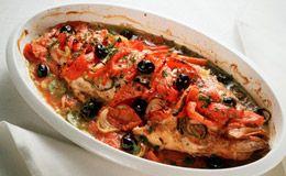 Veja como preparar uma receita de badejo com molho de tomate fresco e mussarela