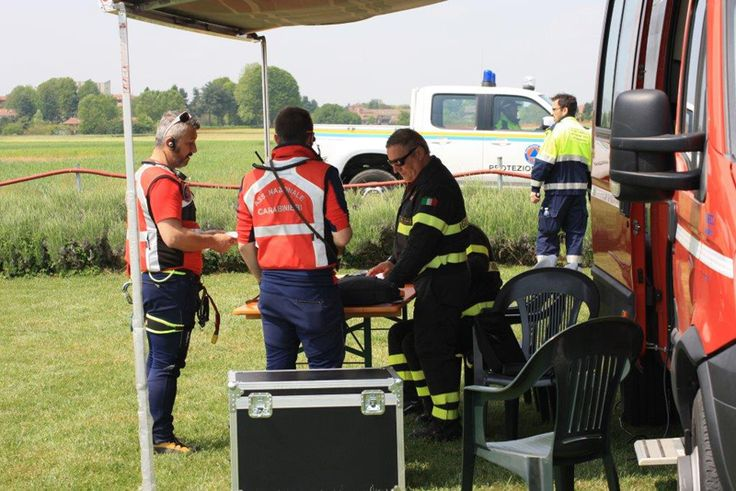 30 April 2016: the #civilprotection volunteers during the training day in the Groane Park.