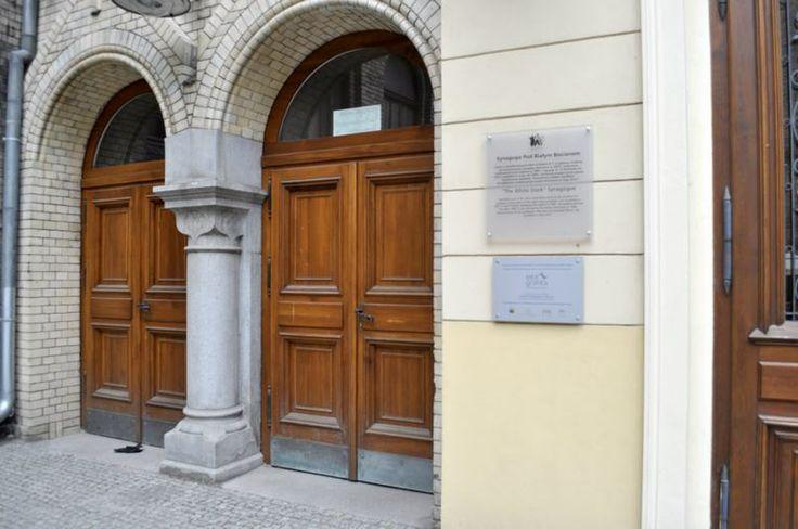 """Synagoga pod Białym Bocianem w """"Dzielnicy Żydowskiej"""" - wejście"""