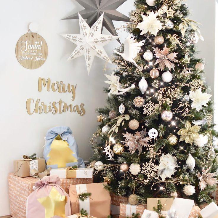 3 sleeps till Christmas 🎄🎄🎄 . Love the kids santa sacks from @littleconnoisseur - Swipe left to see - hudson_and_harlow