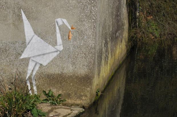 Origami: Street Artists, Paper Cranes, Artists Abvh, Animal Gifs, Banksy Graffiti, Origami Wall Art, De Banksy, Origami Cranes, Streetart