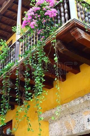 Erkély virággal. Spanyol gyarmati otthon. Cartagena de Indias, Kolumbia. photo