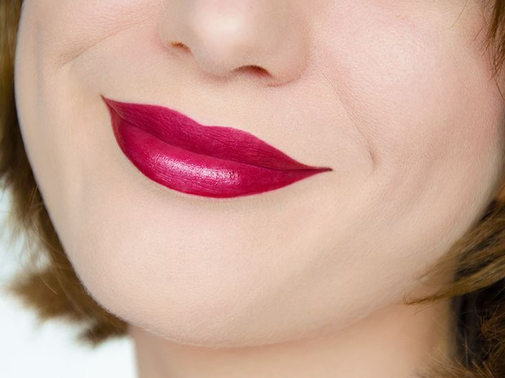 Rouge-levres-rouge-framboise-prune-fini-frost-givre-irise-New-York-Apple-M.A.C-swatch-bouche