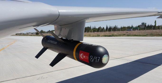 Terörle mücadelede aktif rol üstlenen Yerli İnsansız Hava Aracı Bayraktar TB2, bölücü terör örgütü PKK'nın korkulu rüyası oldu. Milli Savunma Bakanı Fikri Işık, silahlı İHA'nın 2 ayda 72 teröristin etkisiz hale getirildiğini açıkladı.