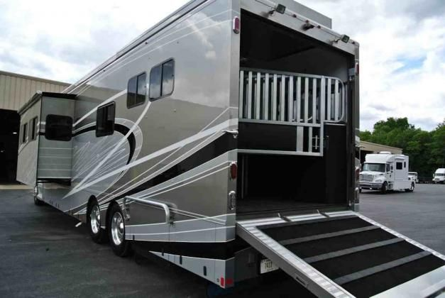 The Equine Motorcoach™ is an all in one RV and horse transport that tows up to 30,000 lbs.