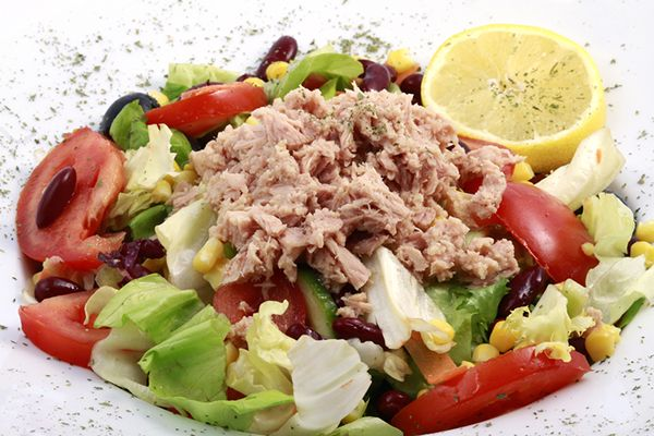 Fresh tuna salad You can't really cook? Here's some simple salad recipes for this summer