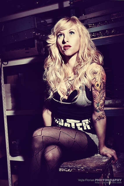 Sarah Blackwood - love her hair (cut)