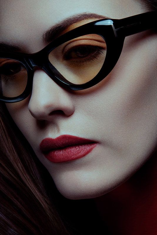 Thick framed cat eye glasses. Want.