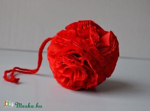 AJÁNDÉK! Piros virággömb karácsonyfadísz (DecorManoMuhely) - Meska.hu