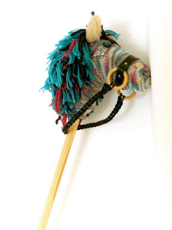 Steckenpferd  handgestrickt  75cm  Bienenwachs behandelter Holzstiel  Lederhalfter abnehmbar  weiche Füllwatte  Kopfhülle zur Reinigung abnehmbar   * Unikat handmade *