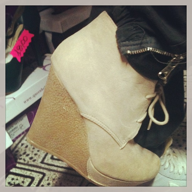 Clarck con Zeppa! #women #scarpe #shoes #shopping #moda #beige #toscana