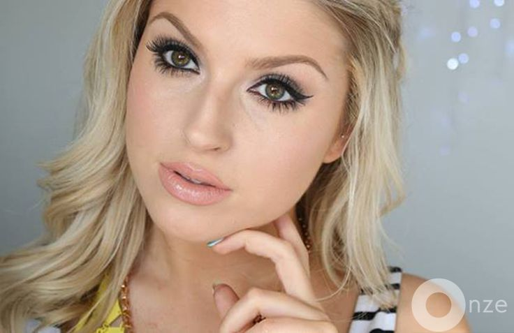 New Zealand youtube personality Shannon Harris, or shaaanxo, has reached 1 million YouTube subscribers. Here's who she is and how she did it.