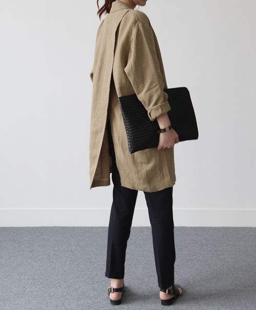 oversized coat? tunic?, slim leg pant, sandals, envelope clutch