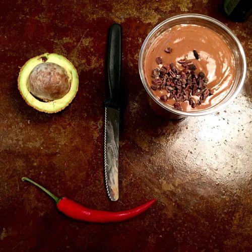 6$ Shake Sumo, treata dig själv en chokladbomb gjord på dadlar, avokado mandelmjölk, rawchoklad och lite chili. #juiceverket #eatclean (på/i Juiceverket)