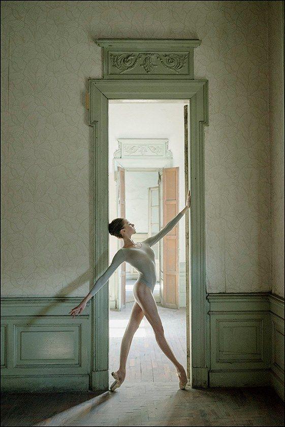 Framed ballerina beautiful pointe