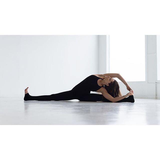 ✨ Sometimes finding that quite stillness within us is our highest and greatest aspiration✨  @ryancainphoto   amazing bodysuit from @runandrelax  #yoga #yogi #yogaart #yogawarriorgoddess #seattle #seattleyoga #seattlephotographer #bodysuit #yogawear #runandrelax #norway #athleticwear #flexibility #fitspo #myyogalife #stillness #yogamodel #Scandinaviansportswear #photooftheday #inspire #seattlemodel