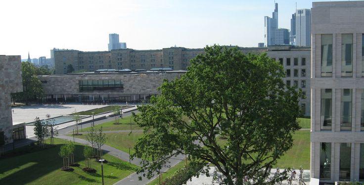 """Johann Wolfgang Goethe-Universität Frankfurt am Main """"Campus Westend Frankfurt 01"""" von Shadowcat45 - Eigenes Werk. Lizenziert unter CC BY-SA 3.0 über Wikimedia Commons."""