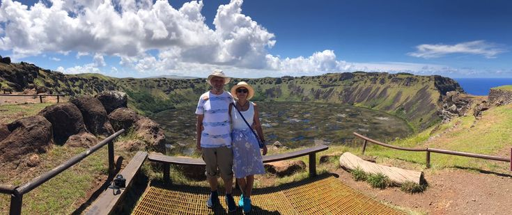 Rano Kau is the largest volcano and one of the most beautiful and impressive natural settings that can be admired on Easter Island! Pretty amazing ah? :D * Credit to our guide @bruna.fornasier :)  Book directly with us here: info@easterisland.travel