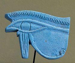 Horus era hijo de Osiris, el dios que fue asesinado por su propio hermano Seth. Horus mantuvo una serie de encarnizados combates contra Seth, para vengar a su padre. En el transcurso de estas luchas los contendientes sufrieron múltiples heridas y algunas pérdidas vitales, como la mutilación del ojo izquierdo de Horus. Pero, gracias a la intervención de Thot, el ojo de Horus fue sustituido por el Udyat, para que el dios pudiera recuperar la vista.