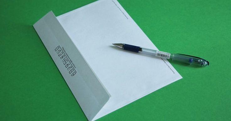 Cómo escribir una nota para solicitar donaciones. Si estás solicitando donaciones para una organización benéfica, una de las mejores maneras de hacerlo es enviar una carta de recaudación de fondos. Aunque puede ser difícil distinguir una organización del resto, una carta bien escrita puede ser de mucha utilidad para hacer que la gente done a tu causa.