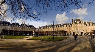 Place des Vosges, Magnifique appartement totalement refait par architecte.Location de vacances à partir de IVe Centre Pompidou - Le Marais @homeaway! #vacation #rental #travel #homeaway