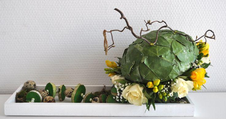 Paas bloemstuk, gemaakt met een piepschuim ei