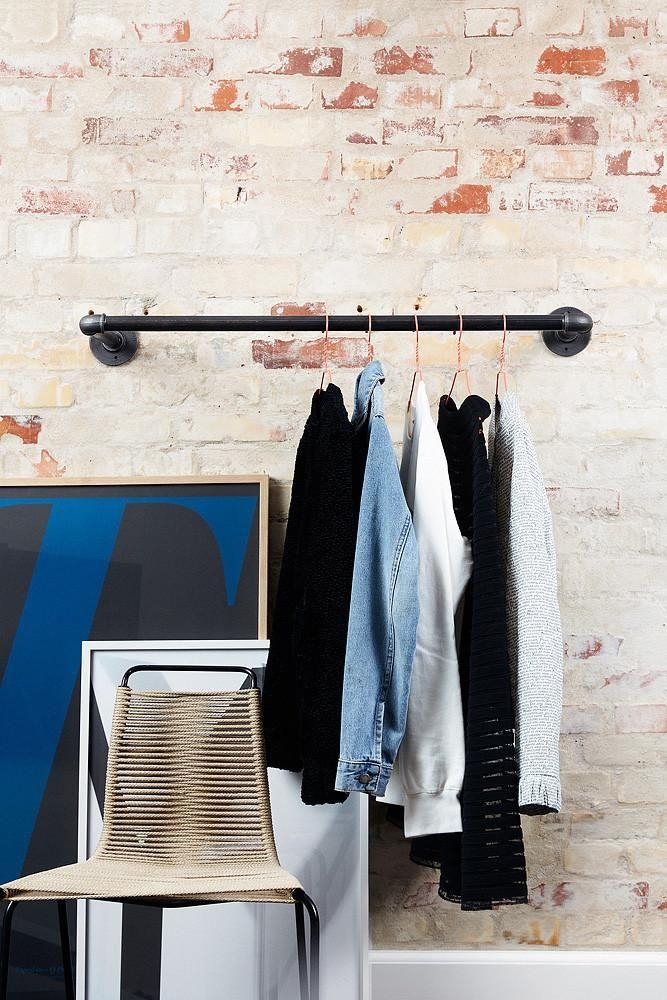 die besten 25 kleiderstange wand ideen auf pinterest kleiderschrank mit schubladen ikea. Black Bedroom Furniture Sets. Home Design Ideas
