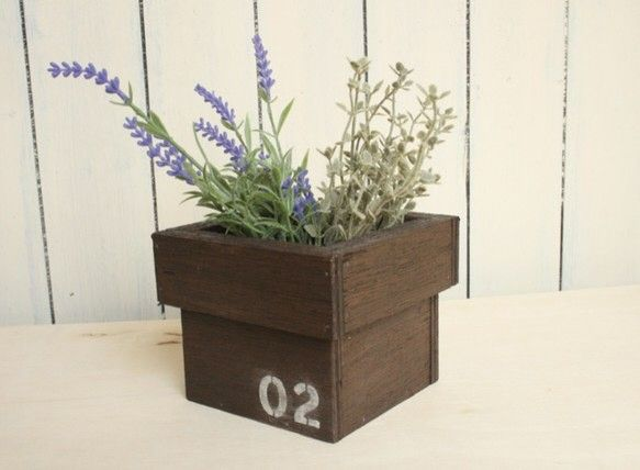 concept : 数字ステンシル入り、木製植木鉢。 キューブで可愛く、リビングや玄関に飾るのにおススメです。春に向けてガーデニングにどうぞ。detail :...|ハンドメイド、手作り、手仕事品の通販・販売・購入ならCreema。