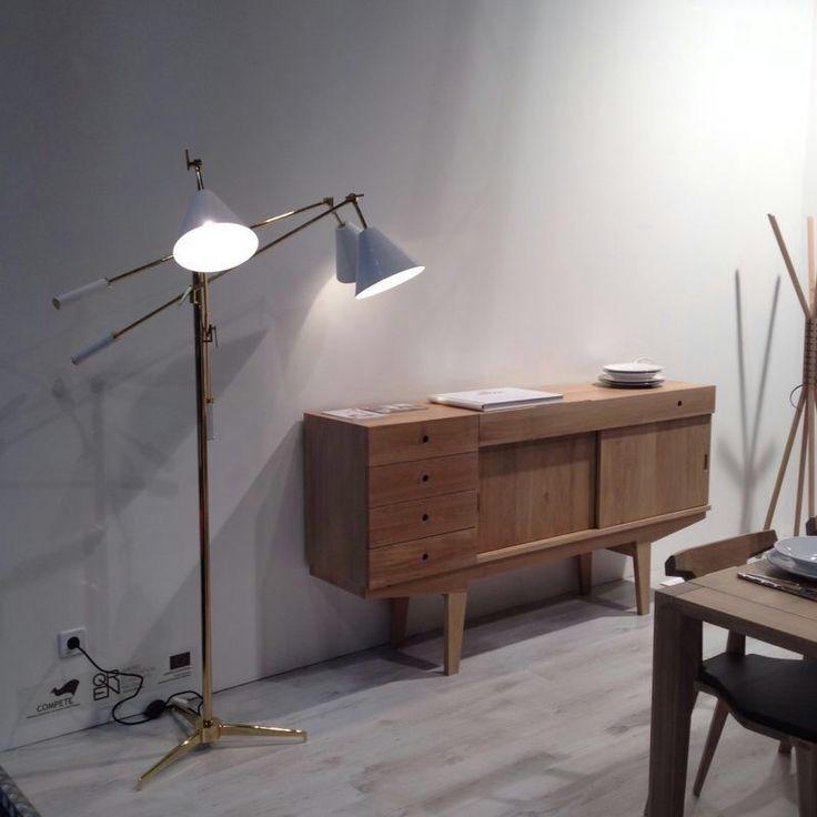 Sidebox dressoir van WEWOOD gecombineerd met design lamp en een lichte vloer. #wewood #wood #oak #design #chair #table #natural http://www.gewoonstijl.nl/wewood-sidebox-dressoir-naturel