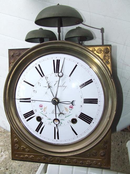 Horloge comtoise à trois cloches. CLOCKS / BAROMETERS⌛️⏱⏰⏲⏰More At FOSTERGINGER @ Pinterest⏰⏲⏱⏳