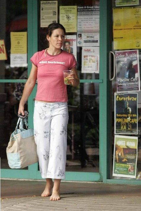 Evangeline Lilly going shopping barefoot | Free your soles ...