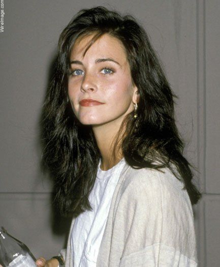 Courteney Cox, nice pic, a fresh and beauty younger actress,I always enjoy whaching in on r in stage