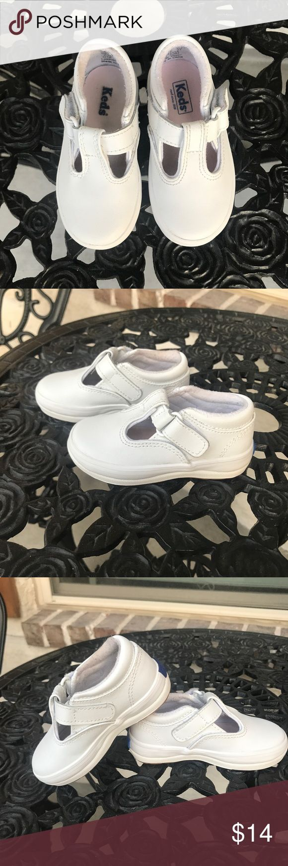 Keds toddler shoes Sz 5m Keds white toddler shoes. Sz 5m. Only worn a few times. In good condition. Bundle and save :) Keds Shoes Sneakers