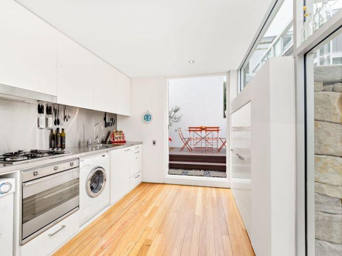 http://innercity.ljhooker.com.au/1CWHFP/1_246-palmer-street-darlinghurst
