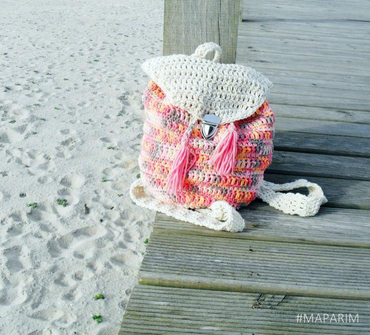 Mini-Mochila Perfeita para os dias de praia!Materiais:Fio 60% Algodão / 40% AcrilicoFecho em metalTamanho aproximado: 30*23 cmLavar à mão ou máquina até 40ºNão utilizar lixivia ou oxidantesEnvio em 3 dias úteis