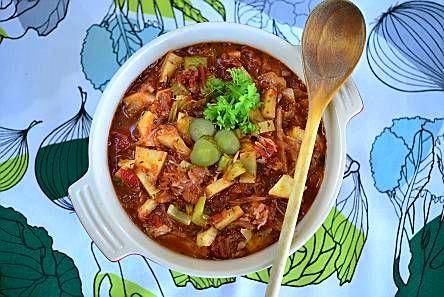 Kasvispata - Edulliset juurekset kuuluvat arkiseen ruoanlaittoon. Palsternakka ja mukulaselleri tuovat makua kasvispataan.
