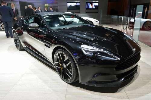 Aston Martin привез в Париж черный Vanquish Carbon Edition. Анонсированная месяцем ранее специальная версия спортивного купе Aston Martin Vanquish Carbon Edition привезена английским производителем на Парижский автосалон. Строгого вида черное купе, получило затемненные фары и черные тониров�
