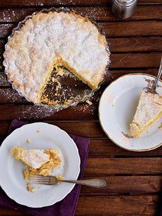 Klasickým dezertem z jablek je v Americe apple pie - kořeněná náplň z jablek mezi dvěma pláty křehkého těsta. U nás v Čechách je takovou obdobou (neplést s nápodobou, chuťově je americký apple pie úpl