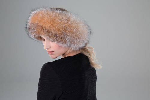With fox fur one of the biggest fashion trends on runways from New York to Milan, our Fox Fur Two-in-One Headband/Scarf with Velcro Closure adds the right amount of chic and style to any outfit. Whether you're headed to work or out for fun, Surell Accessories Fox Fur Two-in-One Headband/Scarf with Velcro Closure is a must-have for any fashionista or it girl this winter.